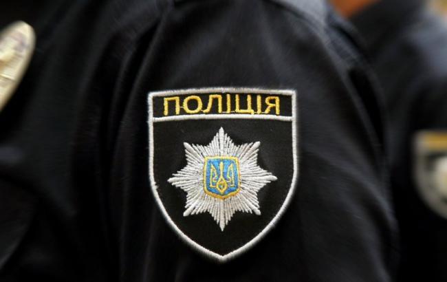 Фото: в Миколаєві поліцейського затримали на хабарі