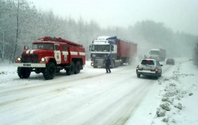 Синоптики прогнозируют, что завтра вгосударстве Украина выпадет до35см снега