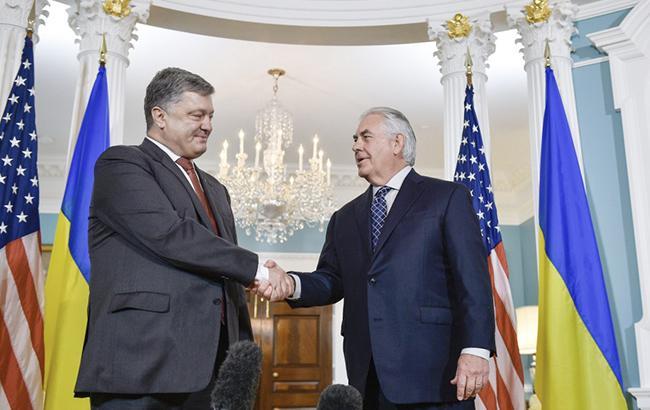 У Держдепі США назвали основні теми зустрічі Порошенка і Тіллерсона