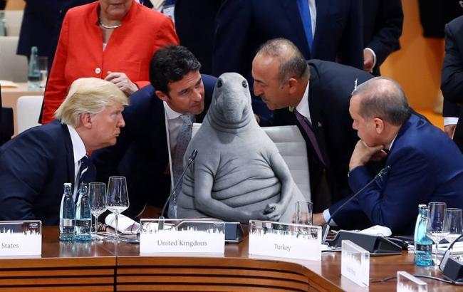 У мережі висміяли порожній стілець на саміті G20