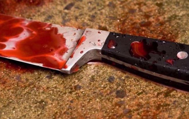 У Дніпрі ревнивець порізав ножем дівчину і залишив кохану помирати