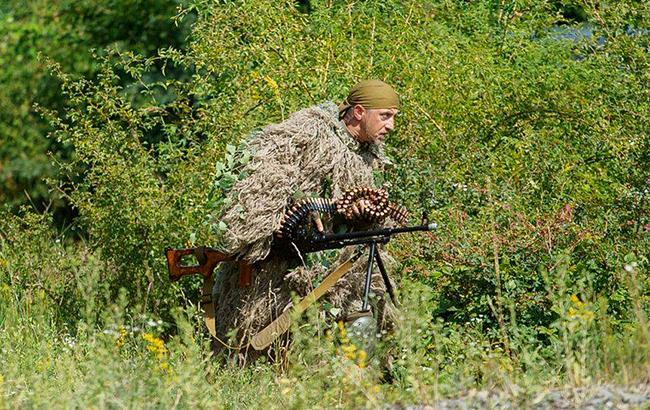 Украинский военный попал в плен на Донбассе, - штаб АТО