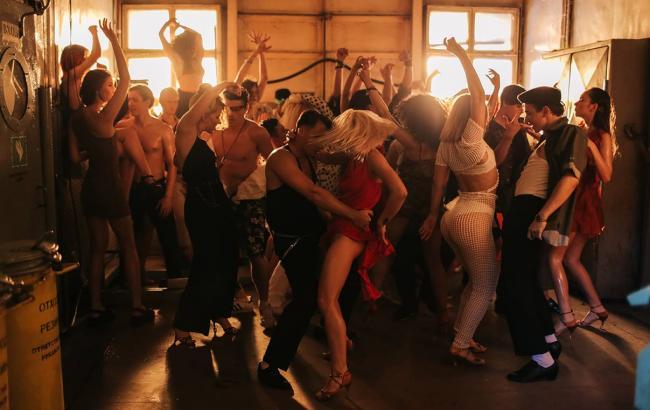 """MONATIK презентував відео з """"брудними танцями"""""""