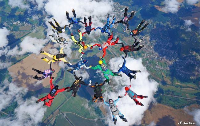 Фото: Українські парашутисти (facebook.com/egor.vysotsky)
