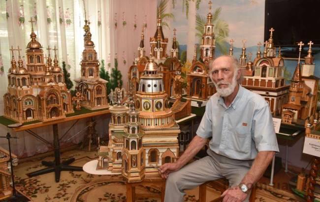 Українець створив мініатюрну копію єрусалимського собору Петра і Павла