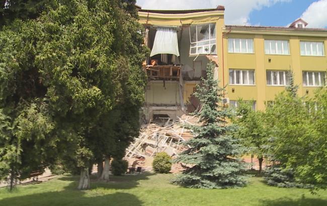 Фото: в Ивано-Франковской области рухнула стена колледжа