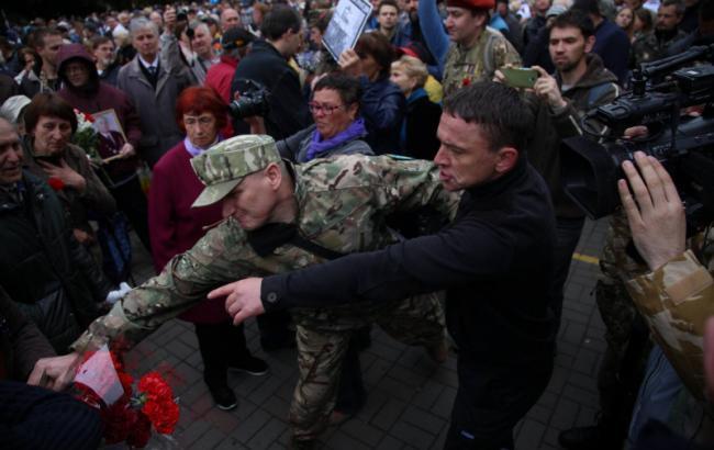 Фото: потасовки в Киеве 9 мая