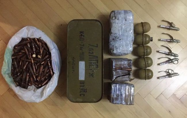 У Чернівецькій області затримали торговця зброєю із зони ООС