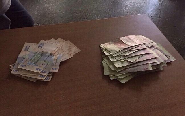 Фото: чиновник хотел получить взятку в 50 тысяч грн