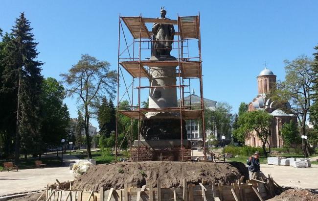 Фото: Памятник Богдану Хмельницкому в Чернигове(chernigiv-rada.gov.ua)