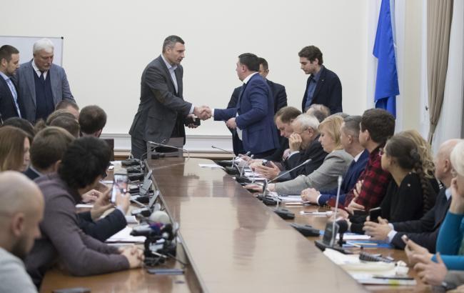 Конфликт на Осокорках: Кличко обещает не допустить строительства без согласия общины