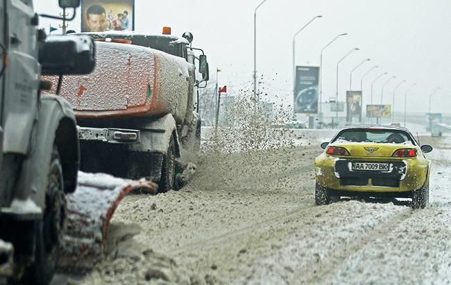 В Киеве и трех областях Украины ограничат движение грузовиков из-за снегопада
