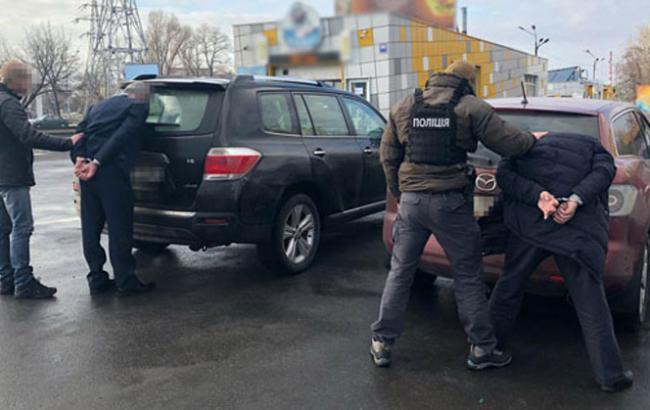 """Фото: затримання чиновників """"Київводоканалу"""" (npu.gov.ua)"""