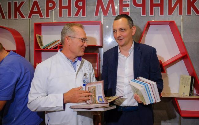 Голик: Дніпропетровська ОДА поповнила буккросинг у лікарні їм. Мечникова на 600 книг