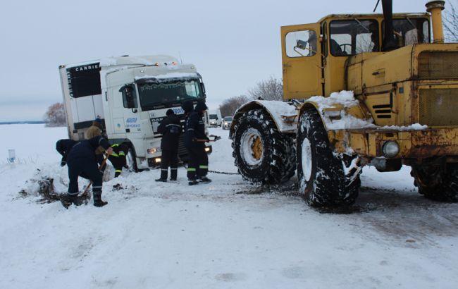 Фото: в Украине из-за непогоды без электричества остаются 61 н. п.