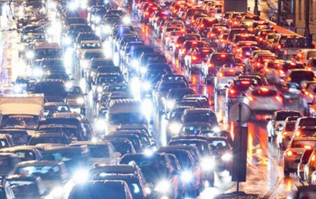Столицу сковал дорожный коллапс— Пробки вКиеве