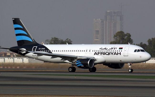 Захватчики ливийского самолёта требуют освободить сына Муаммара Каддафи
