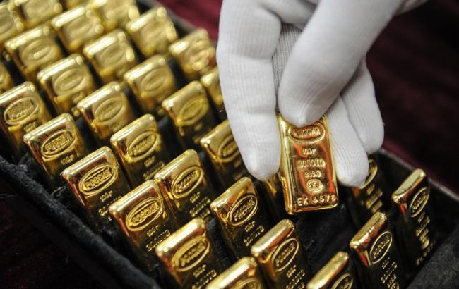 Фото: золото подешевело на 1,2%