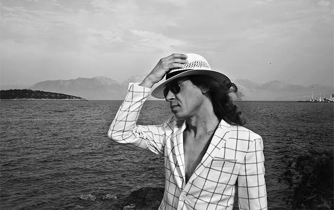 Фото: Поїздка на море не пішла на користь гастролей співака (instagram.com/naikborzov/)