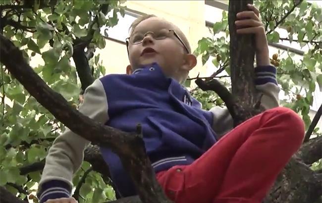 Фото: Матвей один из малышей, которые дождались лекарства (Скриншот репортажа 24tv.ua)