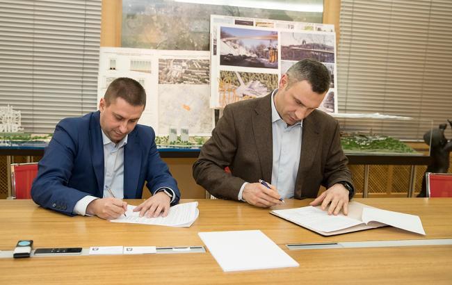 Фото: Кличко и застройщик подписали меморандум (kiev.klichko.org)