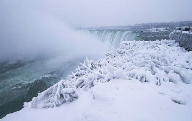 В США из-за холодов «замерз» Ниагарский водопад