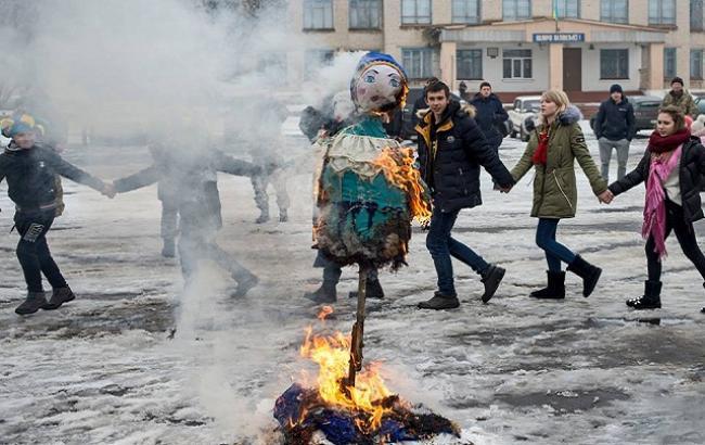 Настоящие народные гуляния: бойцы ВСУ устроили праздник Масленицы в прифронтовом городе