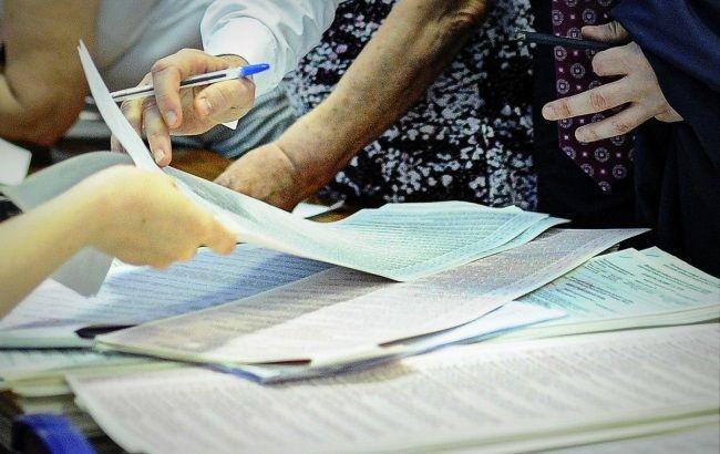 Вибори у Чернігівській обл.: вибірцям роздають заповнені бюлетені