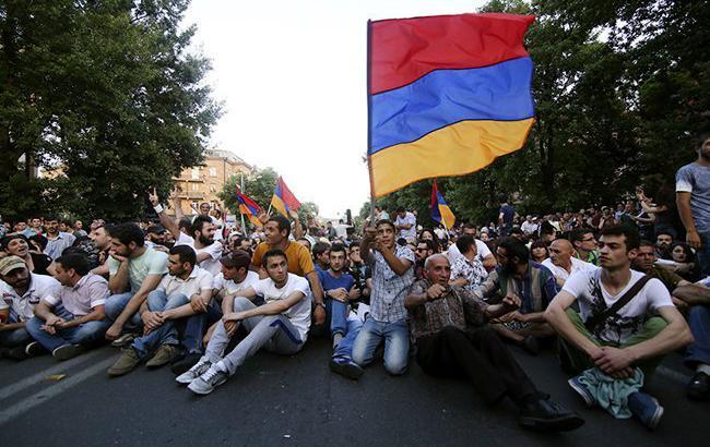 Фото: протести в Єревані (politringby/twitter)