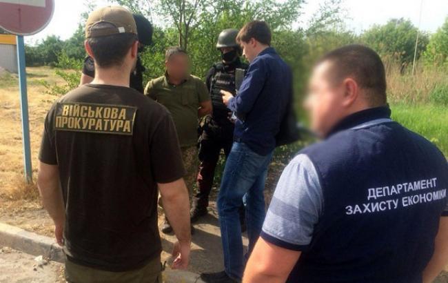 В Донецкой области полицейские задержали на взятке и.о. командира воинской части
