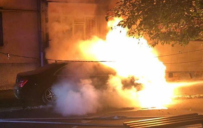 Внаслідок пожежі ніхто не постраждав. Поліцейські встановлюють причину  загорання автомобіля депутата міської ради Рівного. Про це повідомляє  Відділ ... c79354e4c49ad