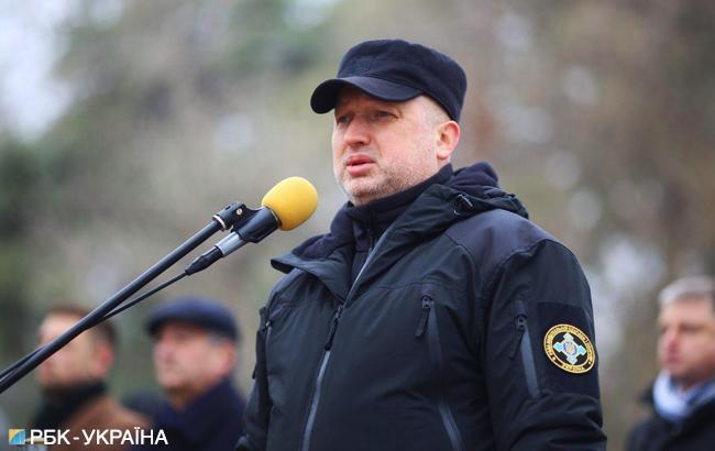 """Турчинов анонсував нові санкції проти організаторів та спостерігачів """"виборів"""" в ОРДЛО"""