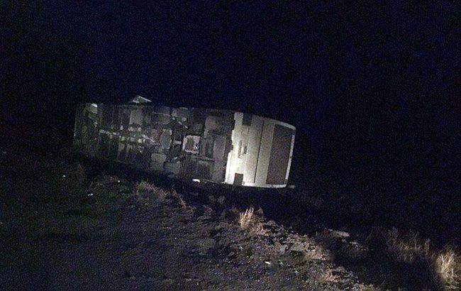В Донецкой области перевернулся рейсовый автобус