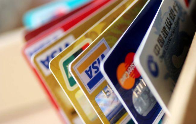 Кількість операцій з платіжними картками зросла на чверть