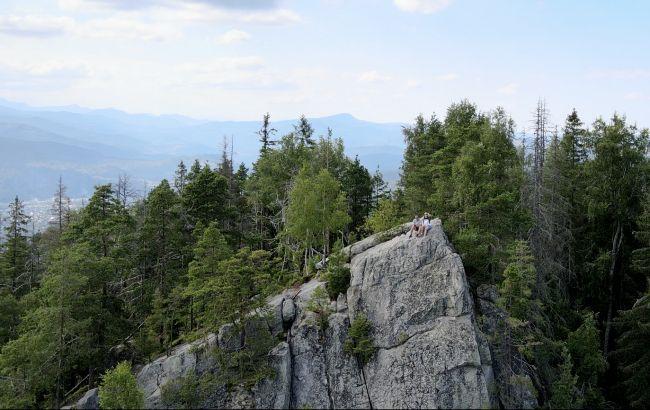"""""""На вершині світу"""": безпечний маршрут на прямовисну скелю у Карпатах"""