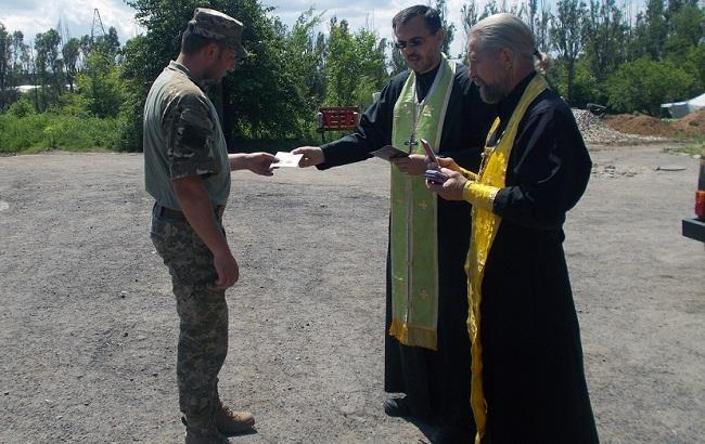Фото: Филарет вручил военным награды (mil.gov.ua)