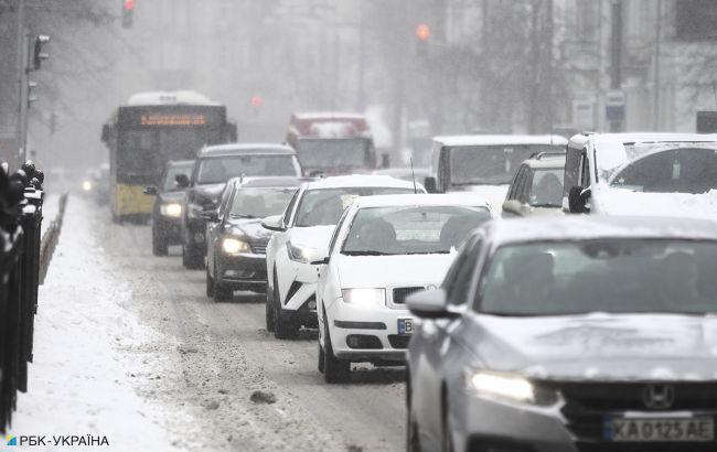 В Киеве образовались пробки из-за снегопада: карта