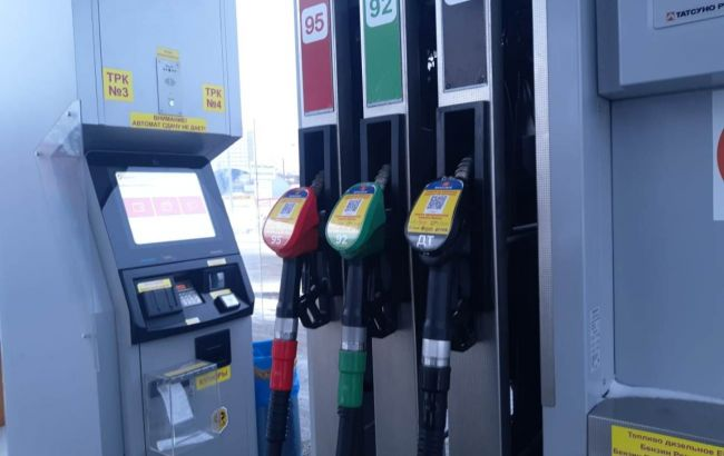 В сетях АЗС назвали условия для снижения цен на бензин