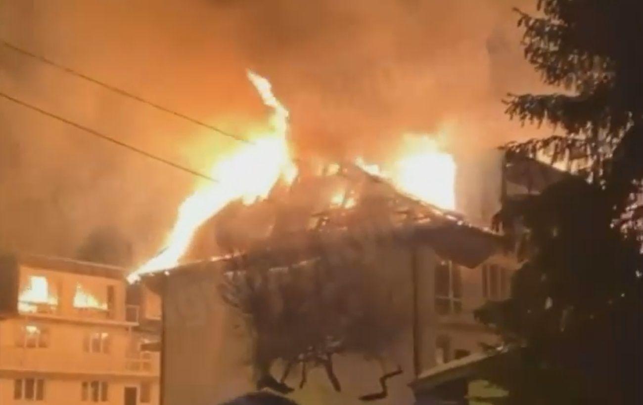 В Киеве произошел серьезный пожар: горит здание на ДВРЗ