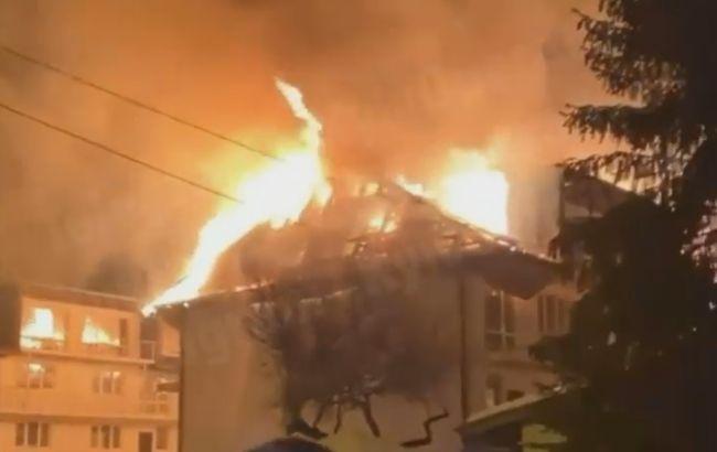 У Києві сталася серйозна пожежа: горить будівля на ДВРЗ