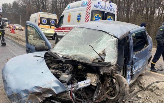 Під Києвом сталася ДТП з вантажівкою: водіїв закликали уникати цієї ділянки