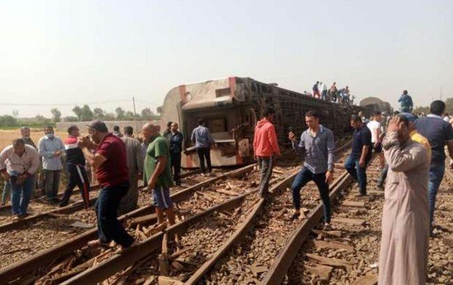 Около 100 человек пострадали при крушении поезда в Египте