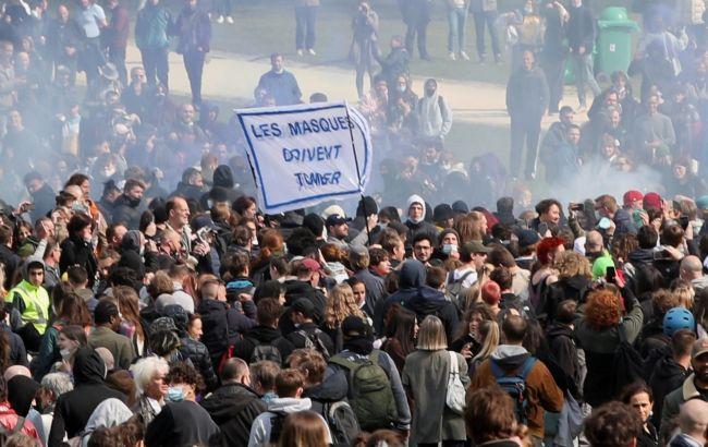 В Брюсселе водометами и газом разогнали вечеринку против локдауна