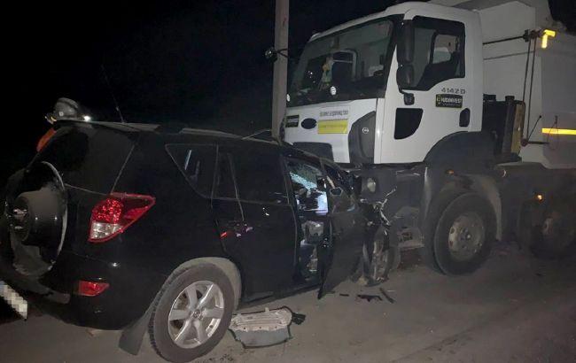 У Дніпропетровській області унаслідок зіткнення з вантажівкою загинули чотири людини