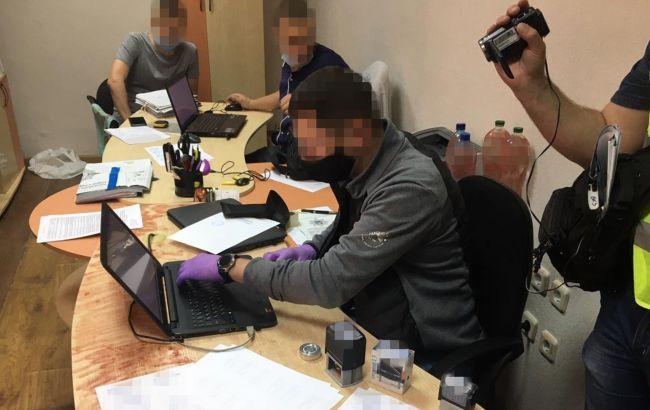 Завищували тарифи на тепло для шкіл і лікарень: у Луганській області провели 12 обшуків