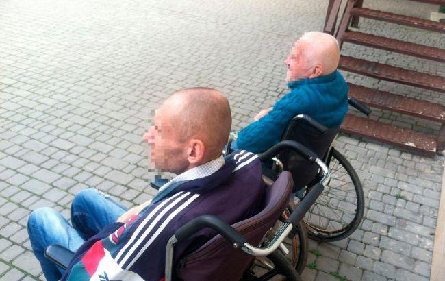 В Одесі трьох пацієнтів-інвалідів психлікарні вивезли на кладовище і залишили