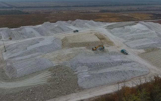 В Донецкой области разоблачили хищение глины на 48,7 млн гривен