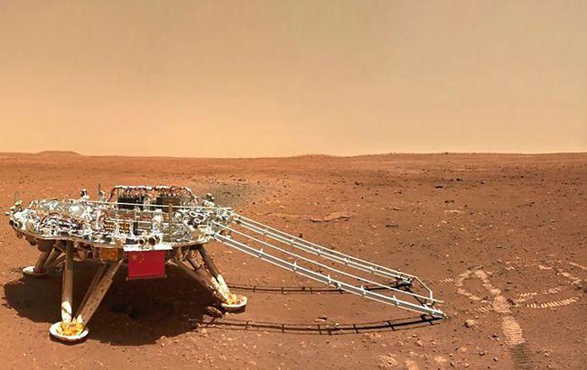 """Китайский марсоход """"Чжужун"""" показал новые снимки Марса"""