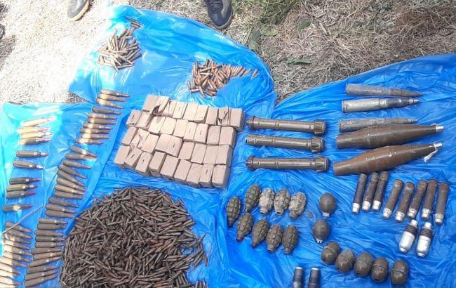 В Донецкой области обнаружили тайник с оружием и боеприпасами
