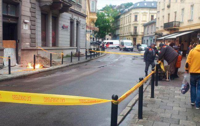 Во Львове посреди улицы из-за замыкания кабеля загорелся газ